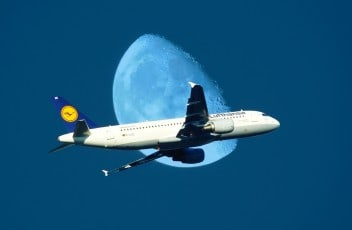 aircraft-972680_1920